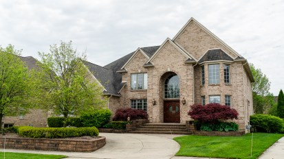 PENDING – 2098 Meadow Reed, Sterling Heights