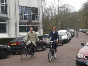 Rutte_en_Blok_arriveren_bij_Catshuis_voor_onderhandelingen_op_29_maart