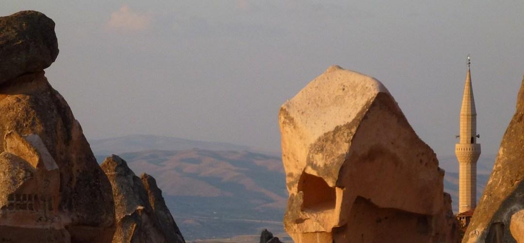 Dans la vapeur blanche des jours sans vent (carnet de voyage en Turquie – 13 août) : Üçhisar, Göreme et les églises rupestres