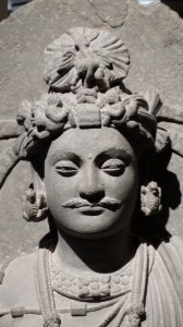 Bodhisattva debout - monastère de Shahbaz-Garhi, (Gandhara). Musée Guimet, Paris