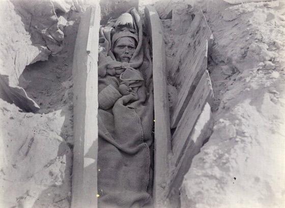 Momie, Loulan, Sir Marc Aurel Stein, 1914. Photo © The British Library Board