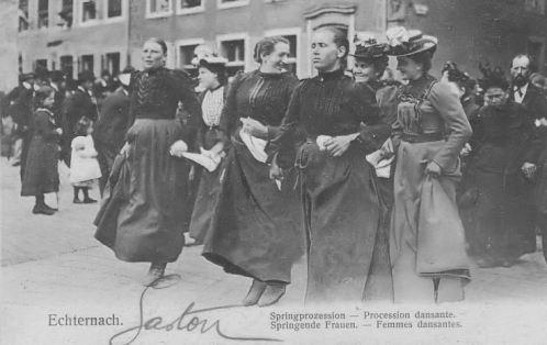 Echternach - Procession dansante - femmes dansantes