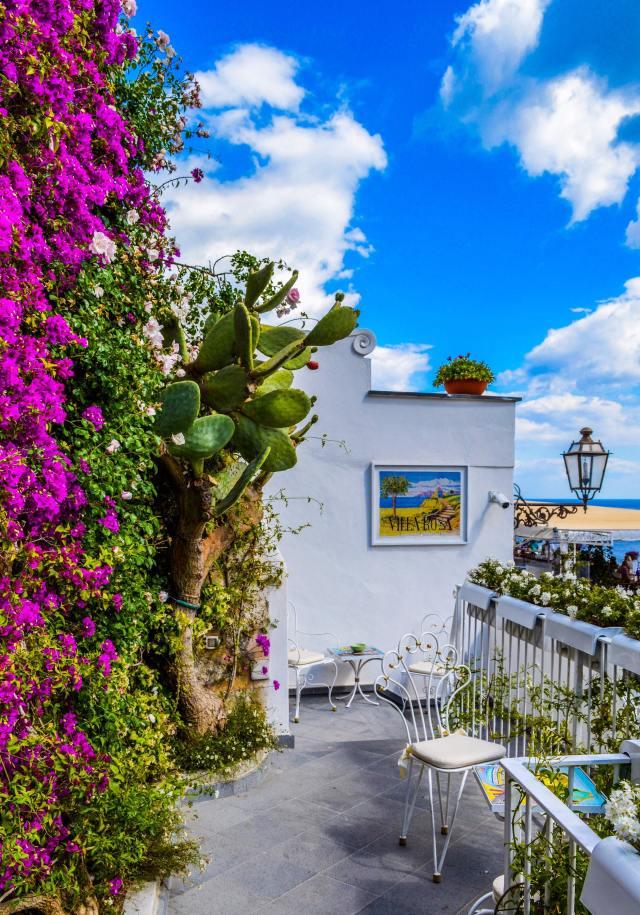 architecture-balcony-beautiful-919278