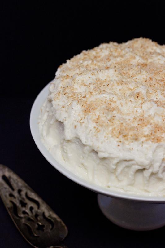 Pastel de Tres Leches con Cobertura Cremosa de Coco