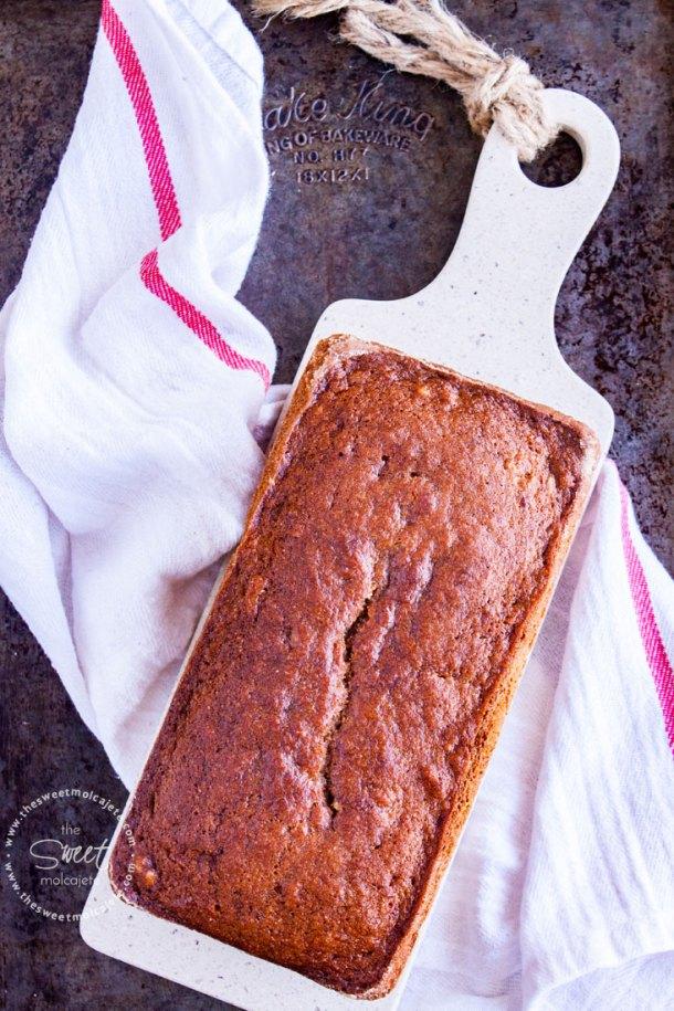 Pan de Plátano doradito recién salido del horno