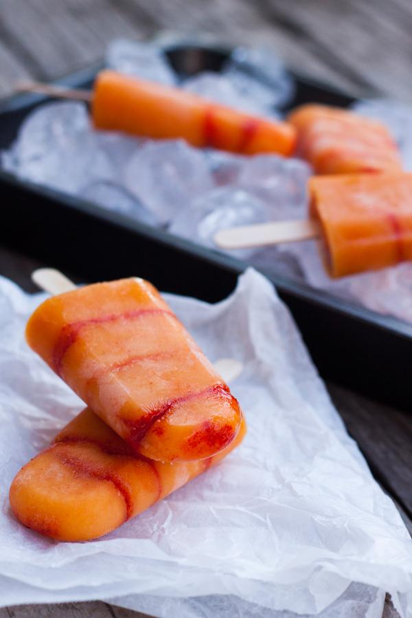 Dos Paletas heladas de Mango con Chile una sobre otra
