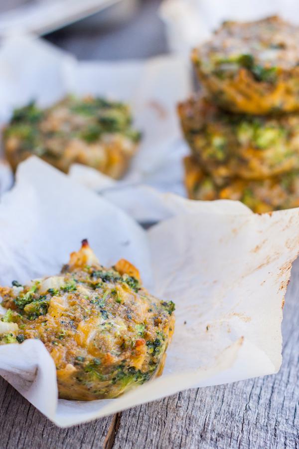 tortitas de brocoli con queso cheddar