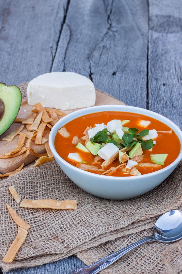 Receta mexicana para hacer Sopa de Tortilla