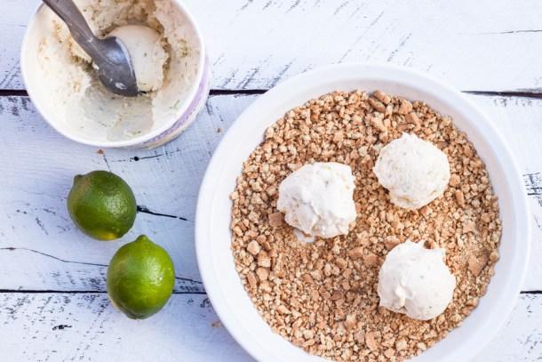 bolas de yogurt helado de lima con galleta