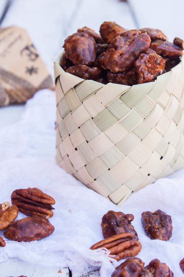Receta súper fácil y rápida para hacer unas deliciosas Nueces Garapiñadas o Confitadas. Quedan perfectamente crujientes y con un exquisito sabor a vainilla que las hace completamente irresistibles.