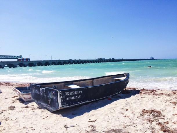 Canoa en Puerto Progreso, Yucatán