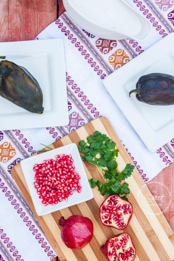 Deliciosos, auténticos y muy tradicionales Chiles en Nogada para celebrar septiembre y la Independencia de México. La combinación de sabores es exquisita y el platillo es una completa obra de arte.