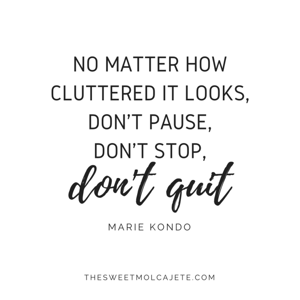 "Quote de Marie Kondo: ""No matter how cluttered it looks, don't pause, don't stop, don't quit"""