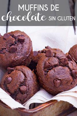 Estos esponjositos Muffins de Chocolate sin gluten son una opción buenísima para un postre saludable y hasta para mandar en el lunch de los niños. Además de deliciosos, son súper nutritivos y ¡los preparas en 5 minutos! • The Sweet Molcajete #thesweetmolcajete #receta #muffins #chocolate #singluten