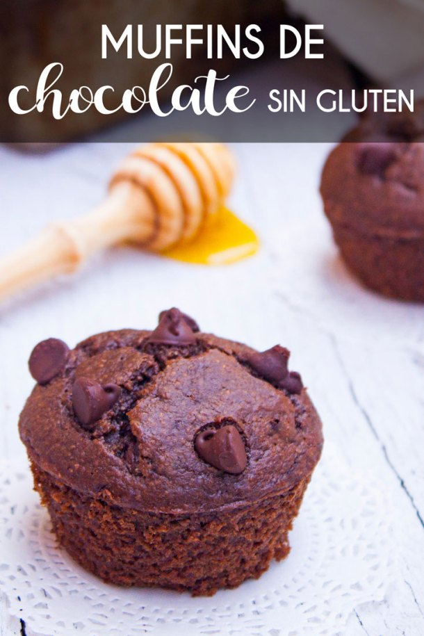 Imagen para pinterest con textpo que dice muffins de chocolate sin gluten