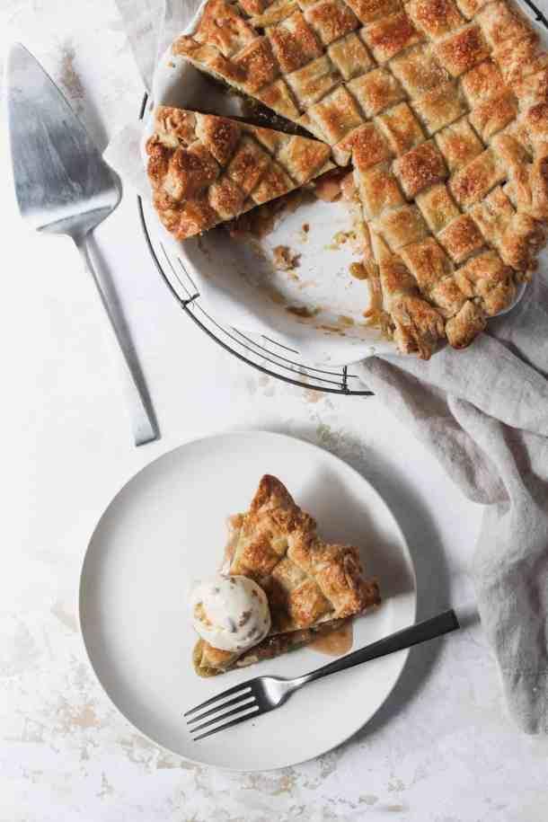 Rhubarb Apple Pie-3