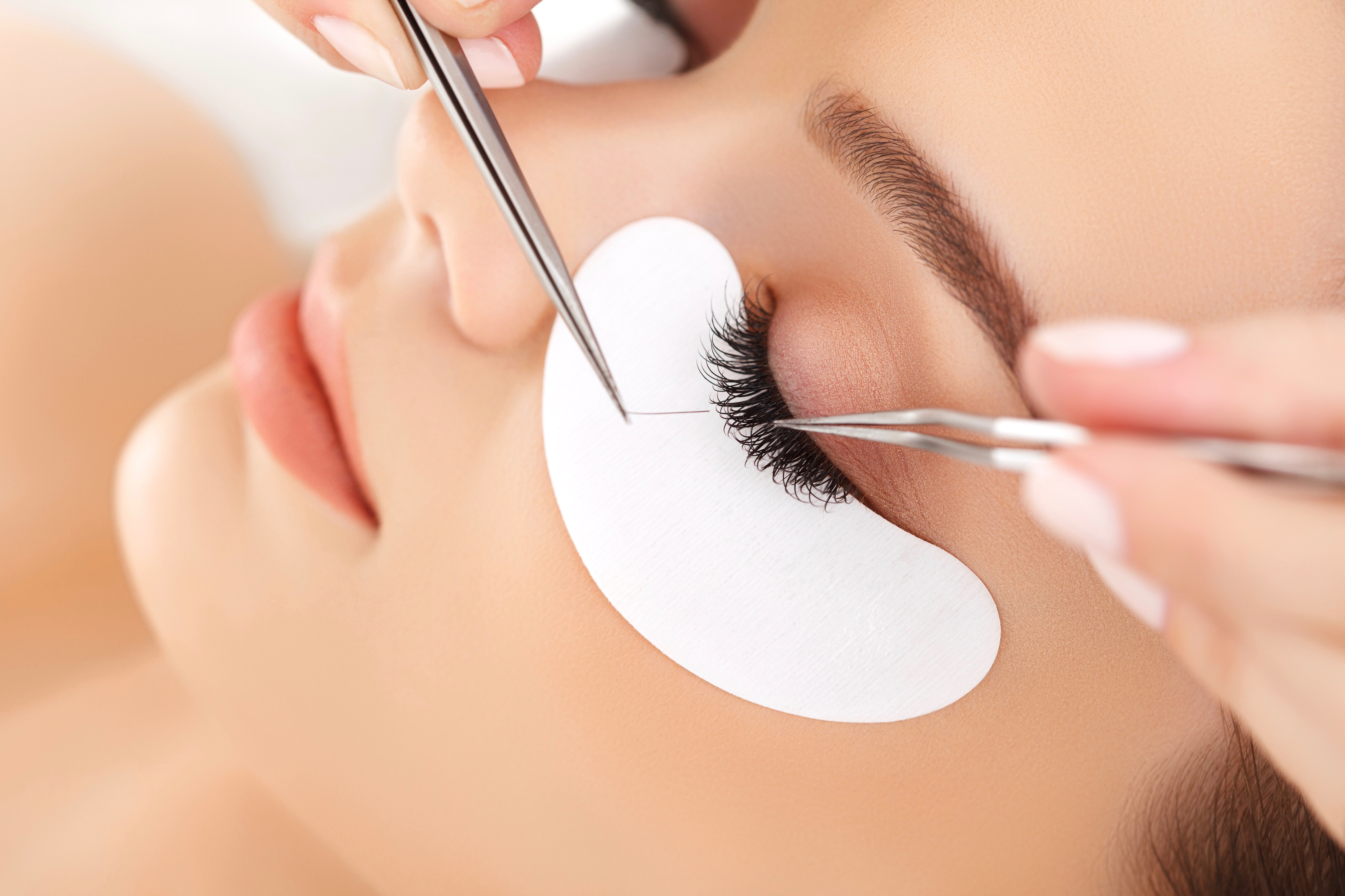 d11a9eb1dfe From sugaring to lip kits, gel manicures to waxing, we dish about the  latest lash extension trend.