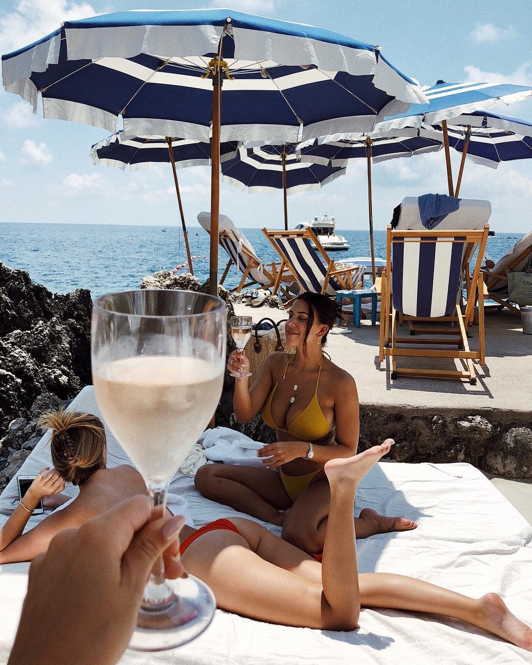 YOUR GUEST PASS INTO THE ELUSIVE BEACH CLUBS ON THE AMALFI - THE SWIM REPORT