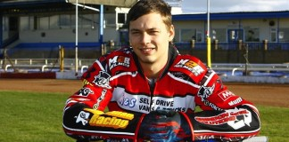 Morris stays with Robins
