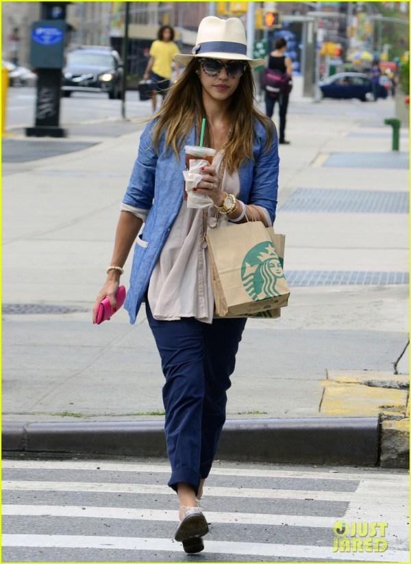 starbucks jessica alba walking