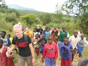 Raelynne Lee hikes with her group in Kenya (Photo courtesy Raelynne Lee)