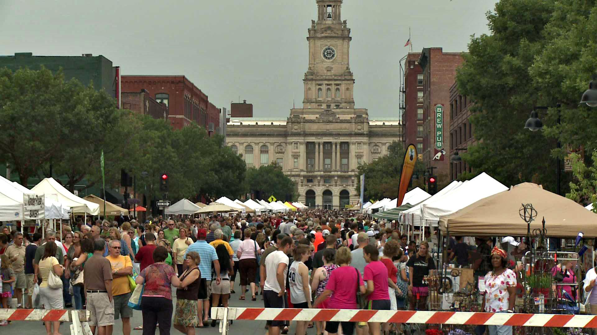 The Des Moines Farmers Market (Photo courtesy of Slow Food Des Moines)