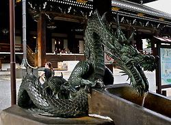 A dragon outside Higashi Hongan-ji