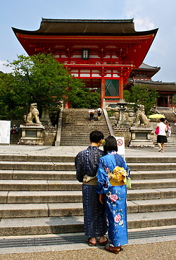 Locals dressed in Kimonos outside the gates at Kiyomizu-dera Temple