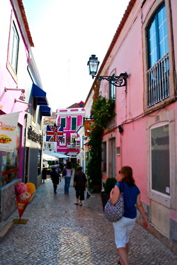 The colourful streets of Cascais