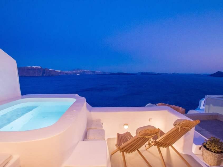 Luxury Cave and Pool in Santorini
