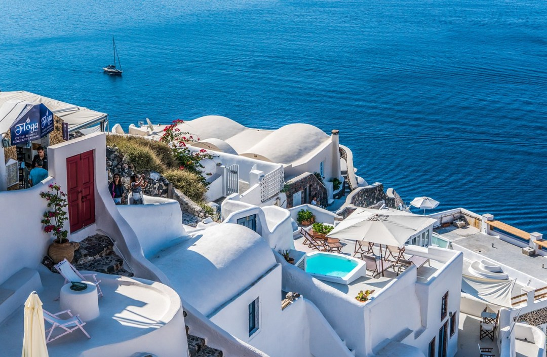 Top Airbnbs in Santorini with a pool and view