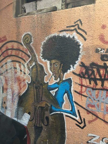 graffiti in hamra area.  you KNOW i love street art!