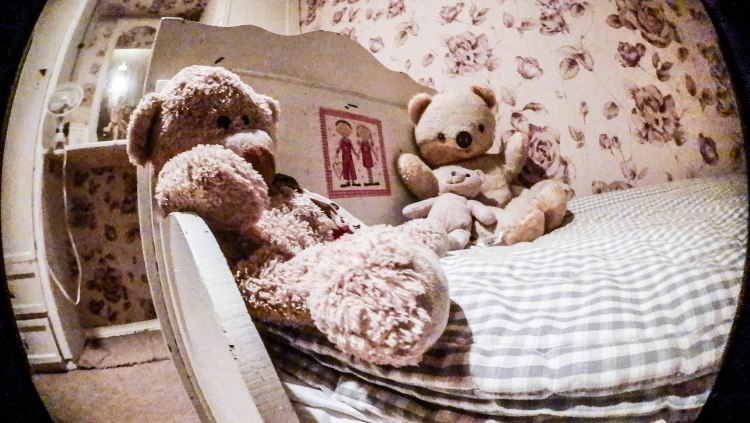 picture of two teddy bears laying on a bed at the Escape Room Poznan