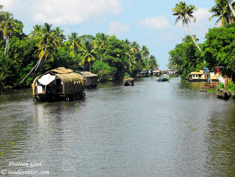 Alleppy backwater, Kerala / Places To Visit in India