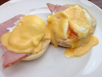 breakfast-eggs-benedict-6