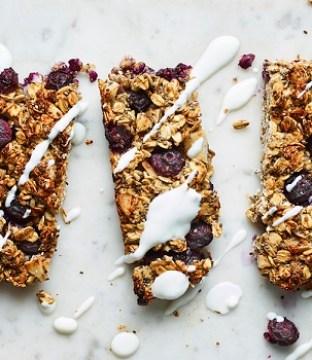Oat and Berry Breakfast Bar Recipe by Liz Earle
