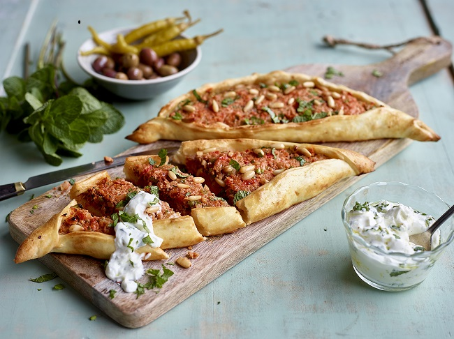TastyEasy Lamb Pides with Tomatoes and Yogurt Dressing
