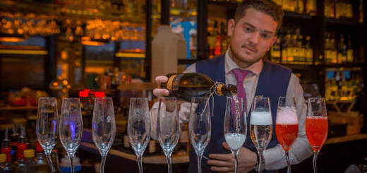 Zozimus Bar is Hosting a Bottomless Drinks New Year's Eve Party