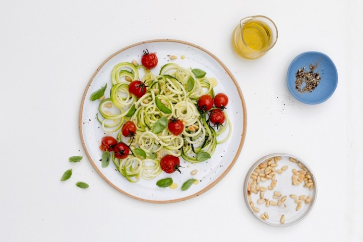 Spiralised courgette with slow roasted tomatoes & garlic