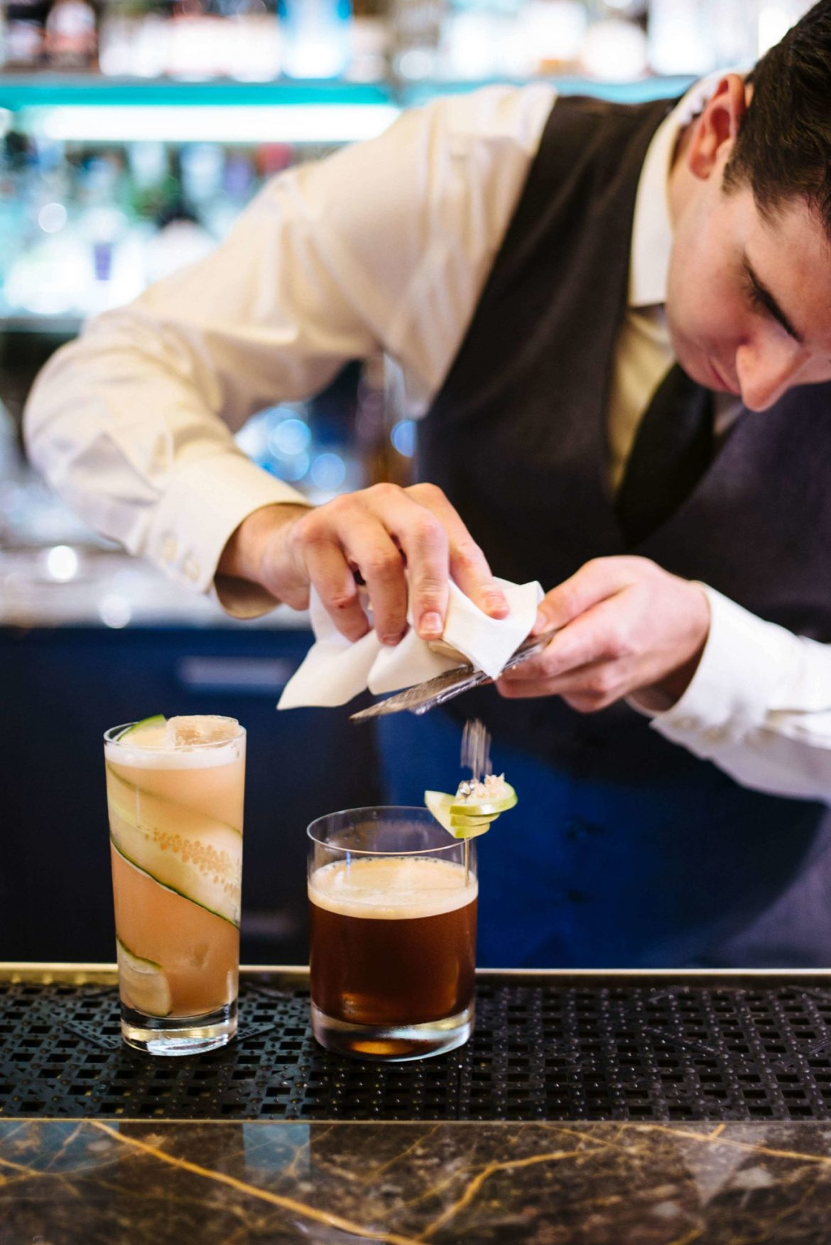 Top this apple whiskey cocktail with an apple fan and foie gras as Eleven madison Park in NYC, the taste edit