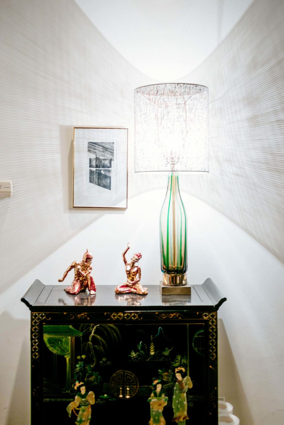 The Taste Edit takes you behind the Instagram photo sensation That Pink Door in Palm Springs. Explore the interior decor including bedrooms in this mid-century Palm Springs house with glass lamps