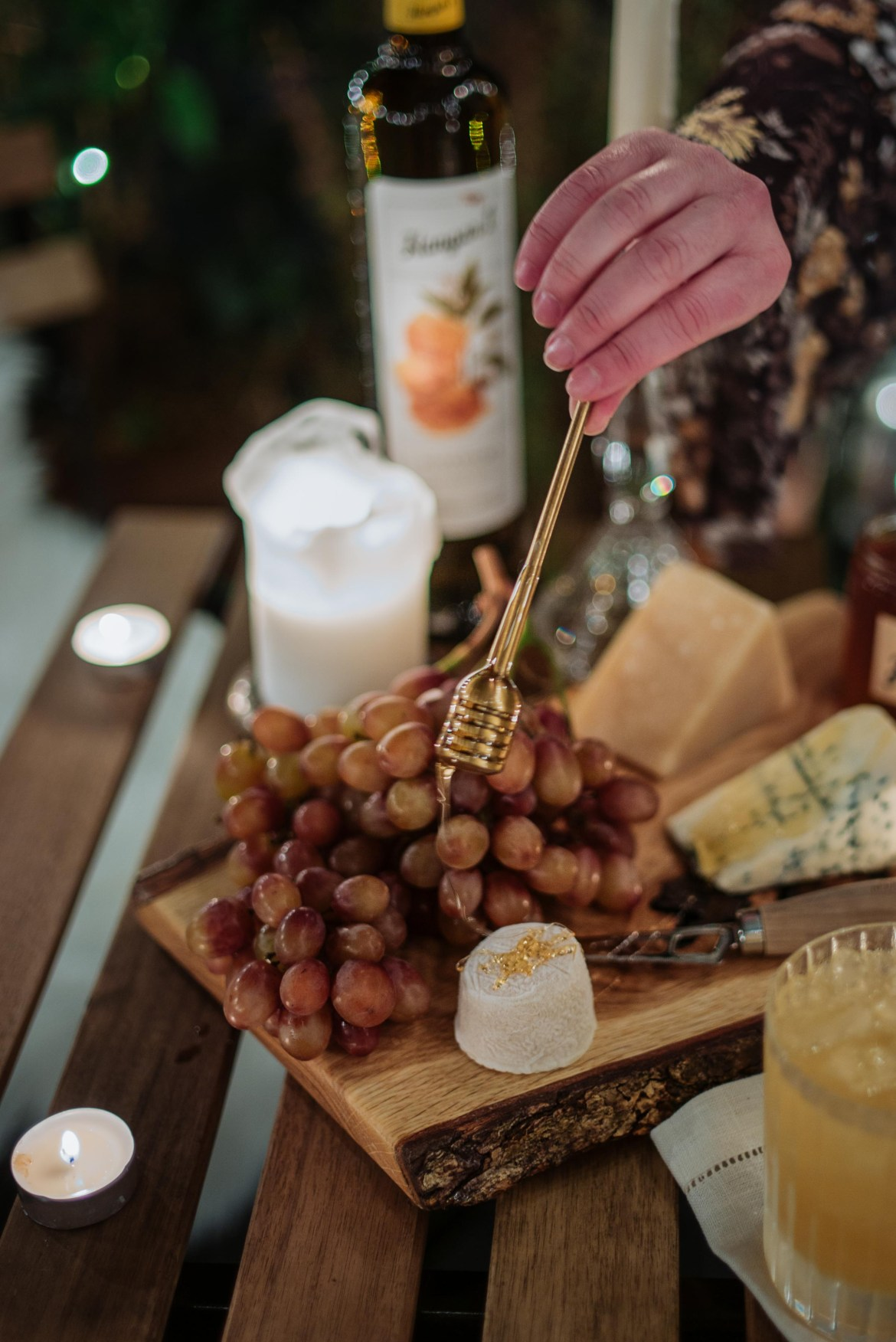 If you love honey, you'll love this! What cheese pairs best with honey? Goat cheese, blue cheese, hard cheese, Parmesan, Gouda. What cheese should you pair with honey? Sponsored by @Hangar1distillery.