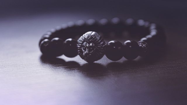 How Broken Mala Beads Showed Me the People Who Show Up in Life (again & again)
