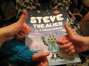 steve-the-alien-and-team-tlc-thumbs-up-12-11-16