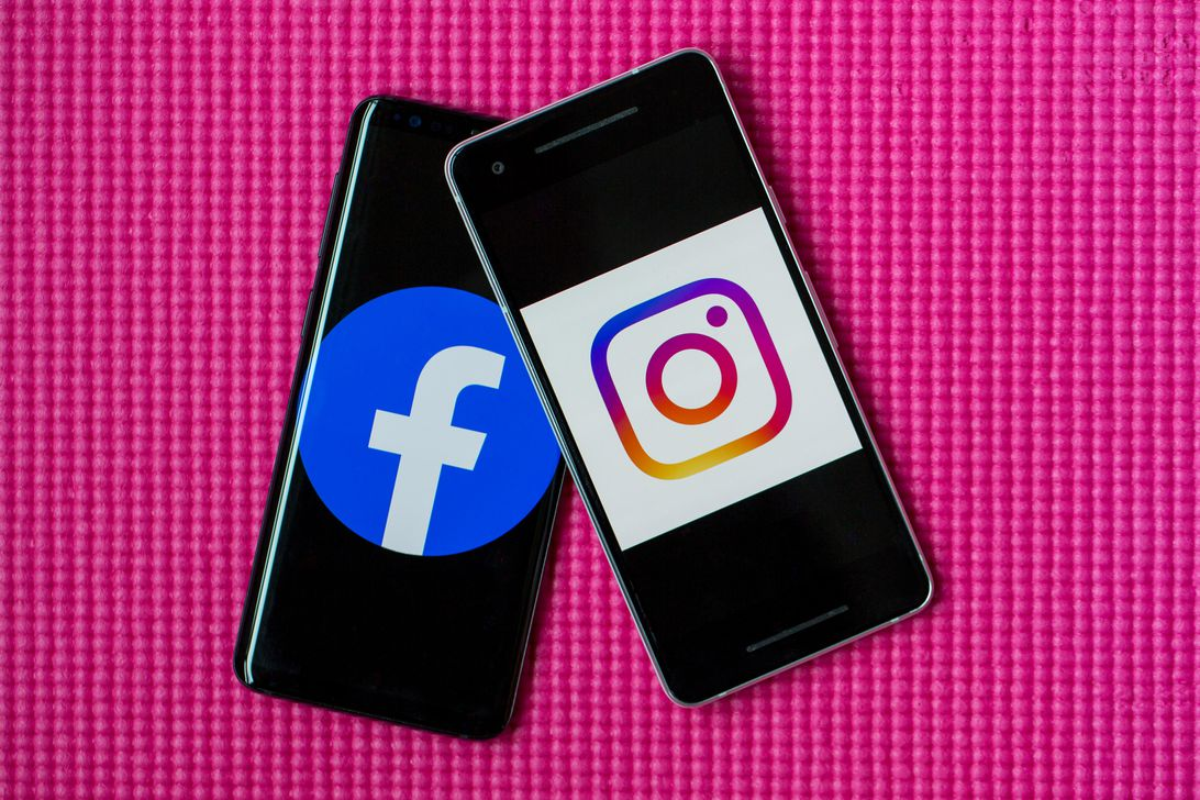 facebook-instagram-logos-phones-2
