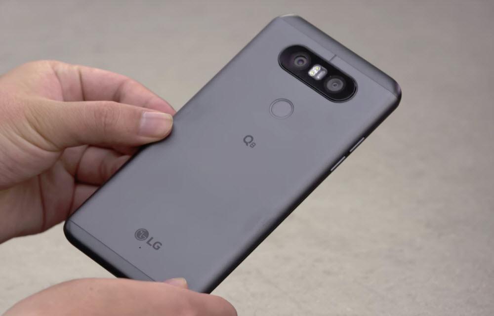LG Q8 Design
