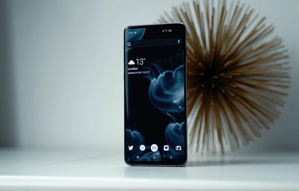 Samsung Galaxy S10 Design and Display