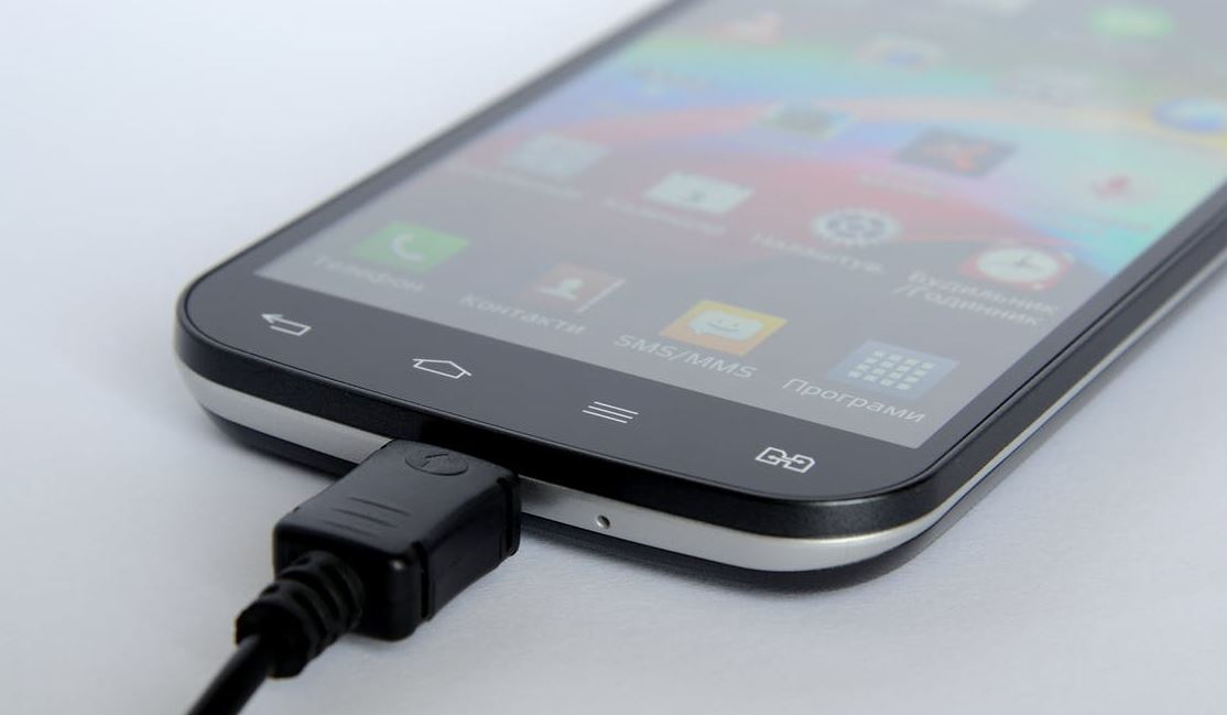 15 tips to extend your phone's battery in an emergency
