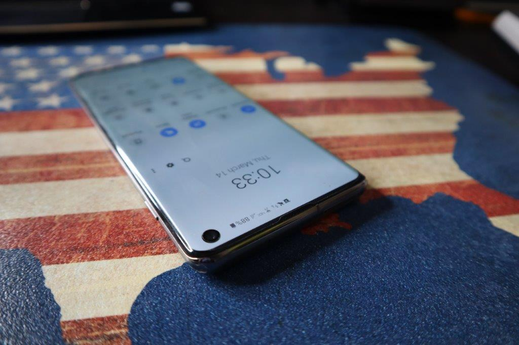 Simple solutions to hide the Samsung Galaxy S10 camera notch