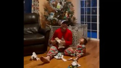 Dad shows son how to open gifts 'correctly'. Video is hilariously adorable – it s viral